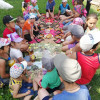 1 июня в Ялчикаевском клубе устроили для детей настоящий праздник. На лужайке около клуба дети от души играли в эстафетные игры, соревновались командами, отдыхали. Для них местный фермер Р.Валидова принесла сладкие призы!